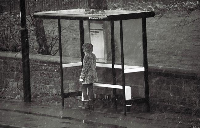 bus-stop-rain00002