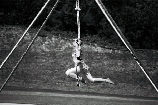 acrobat-(12)