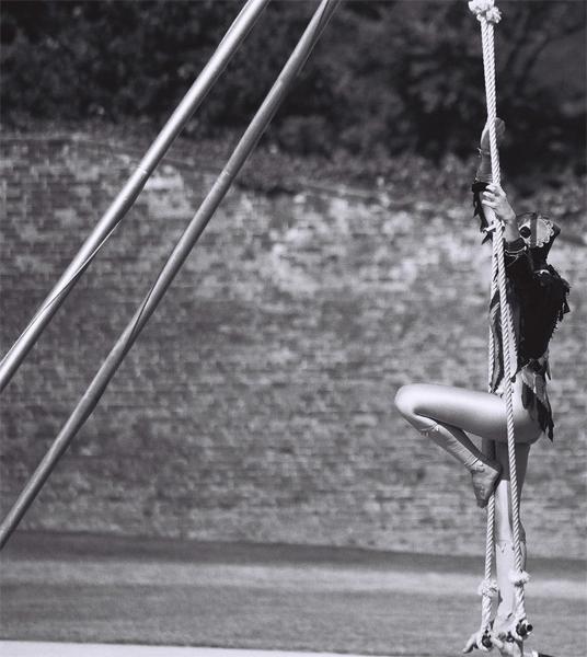 acrobat-(14)