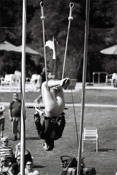 acrobat-(19)