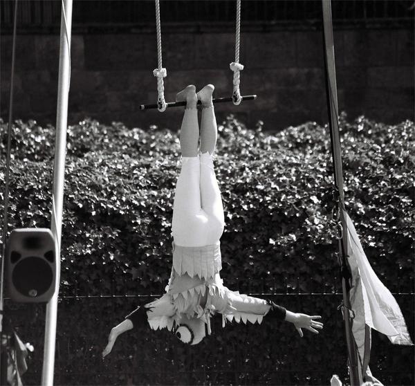 acrobat-(3)