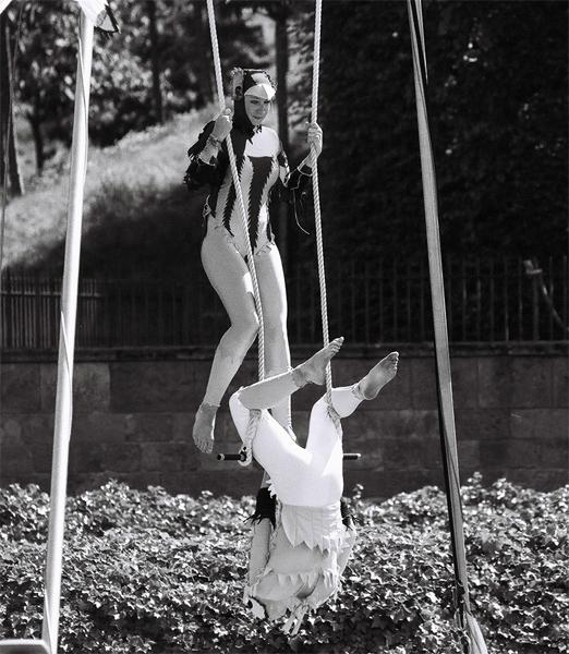 acrobat-(4)