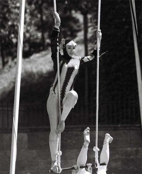 acrobat-(5)