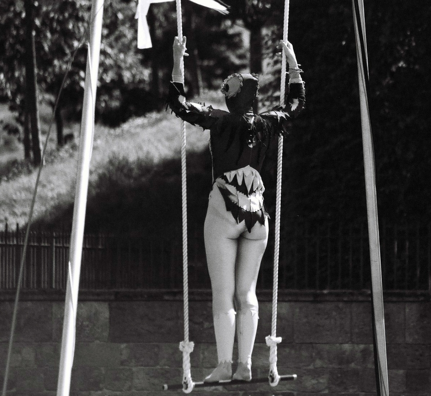 acrobat-(7)