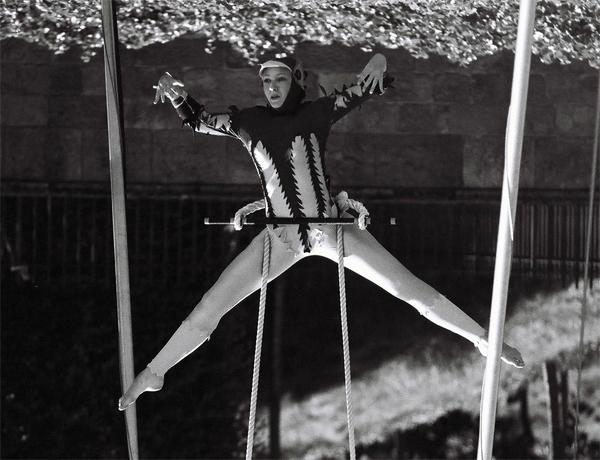 acrobat-(9)
