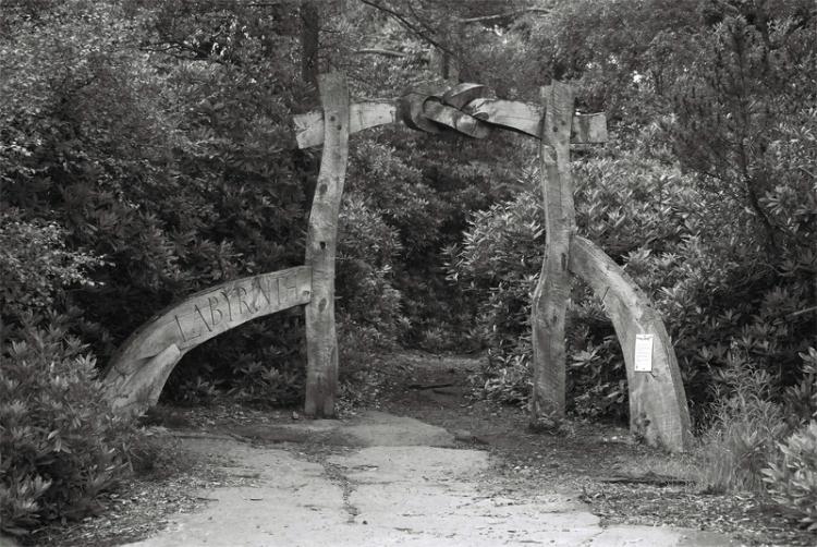 labyrinth-gate